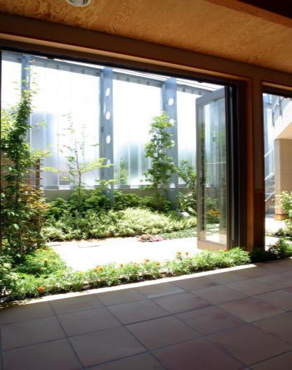 採光+目隠し+通風の庭囲い外壁