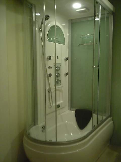 ワンルームの水廻りの改修/シャワーブース設置