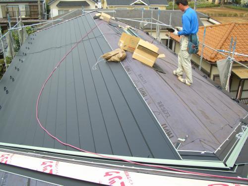 屋根塗装か葺き替えかどちらがいいのか?
