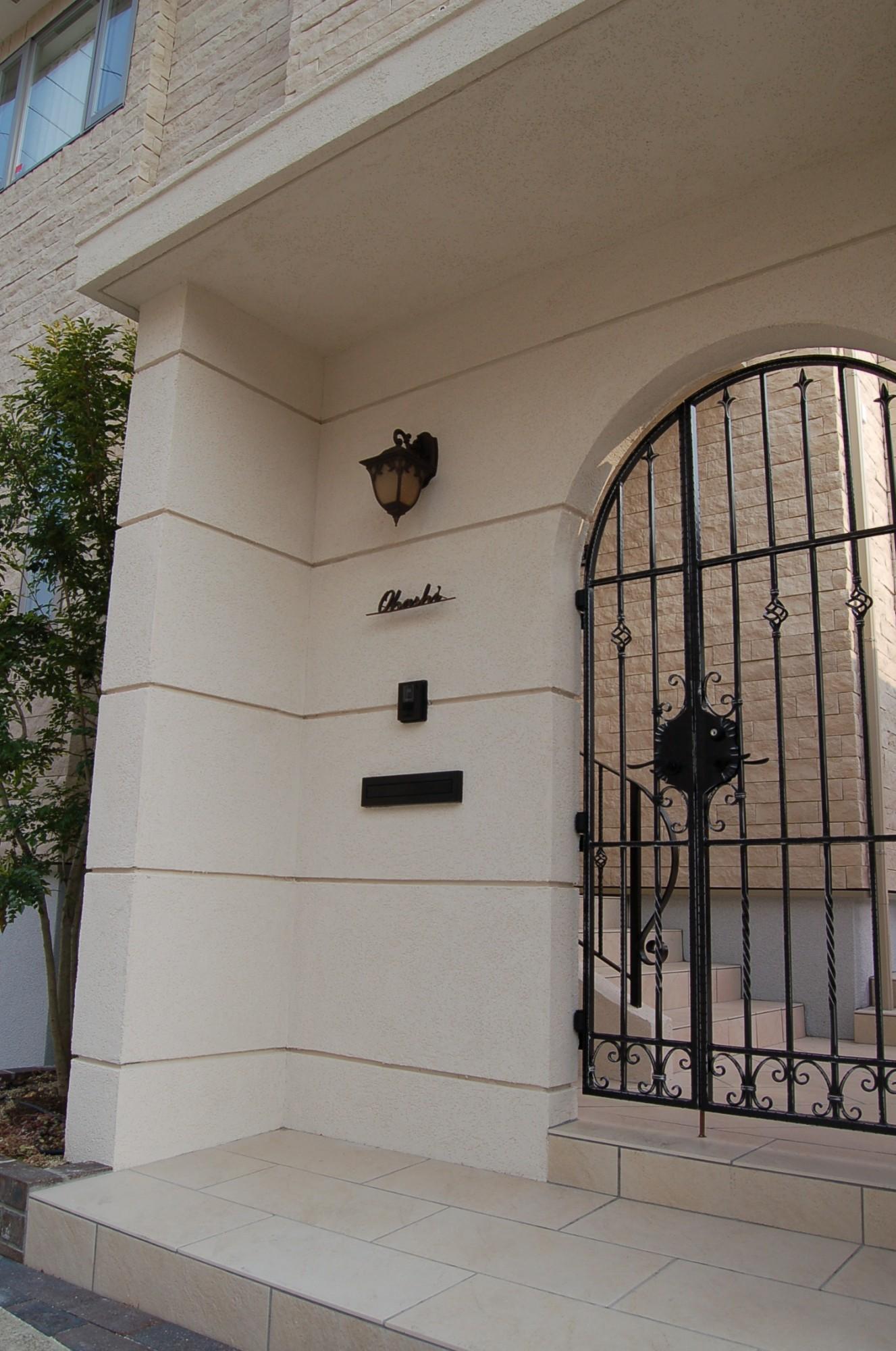 門扉や手摺(ロートアイアン、アルミ鋳物、ロートアルミの比較)