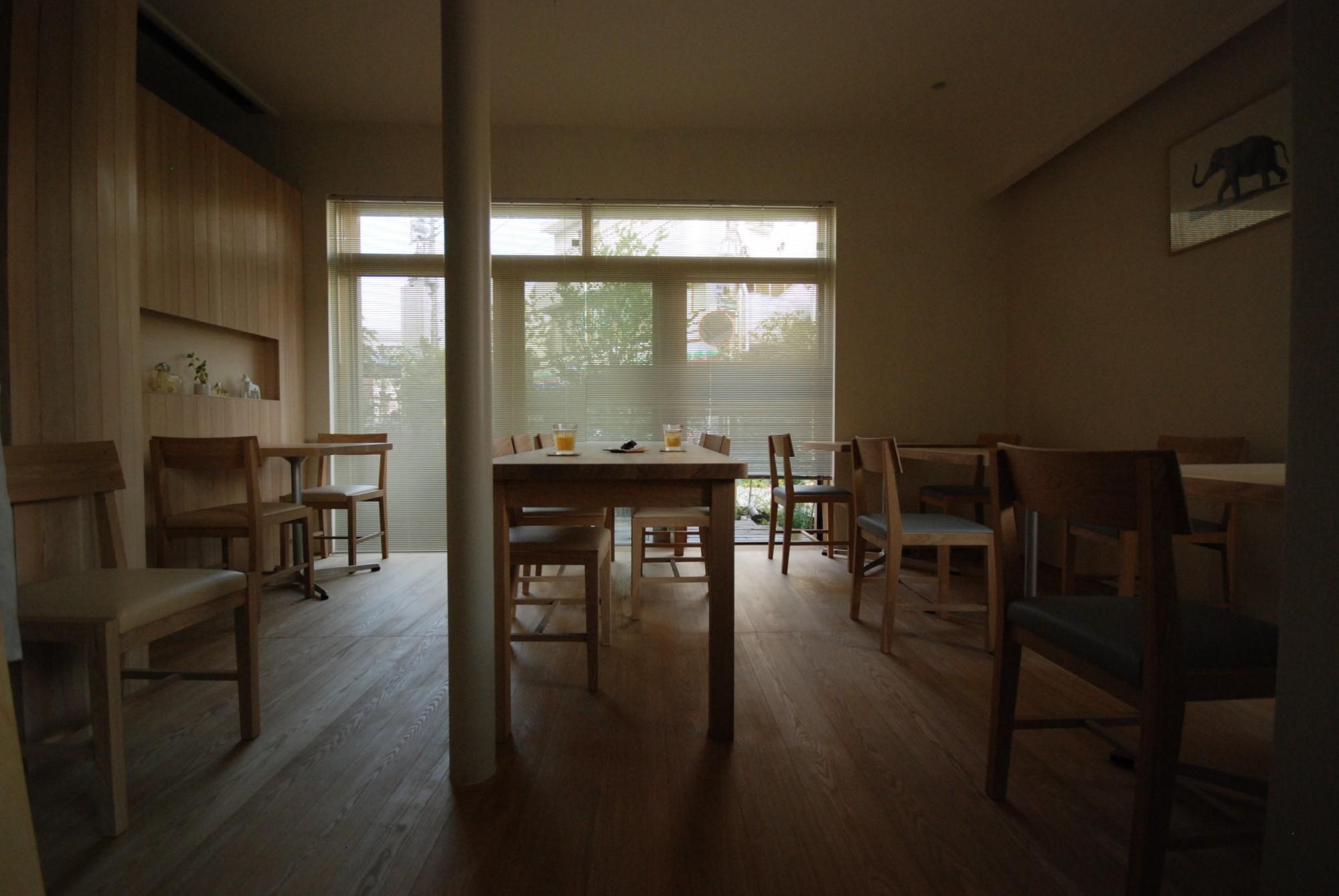 新逗子のmerci cafeさんの家具の納品がすべて終わりました。