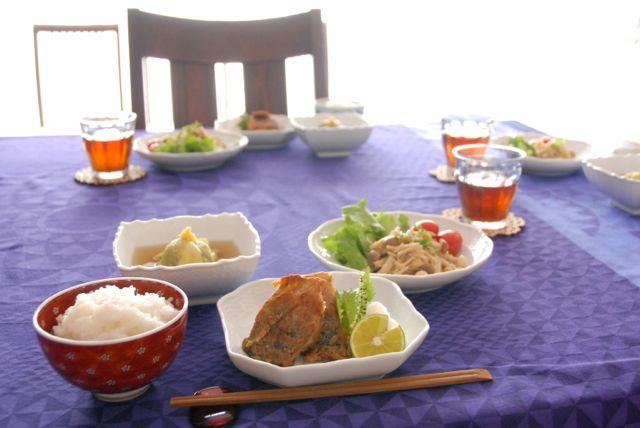 100%天然素材家庭料理、秋の味覚満載の食卓♩