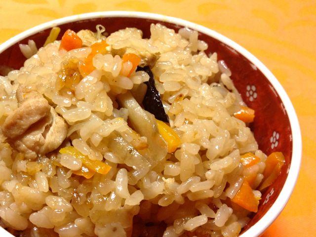 100%天然素材家庭料理、干椎茸のおだしで炊き込みご飯♩