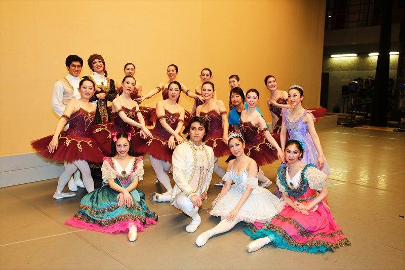 ミストラルバレエスタジオです。本日はレッスンお休みでリハーサルのみ。