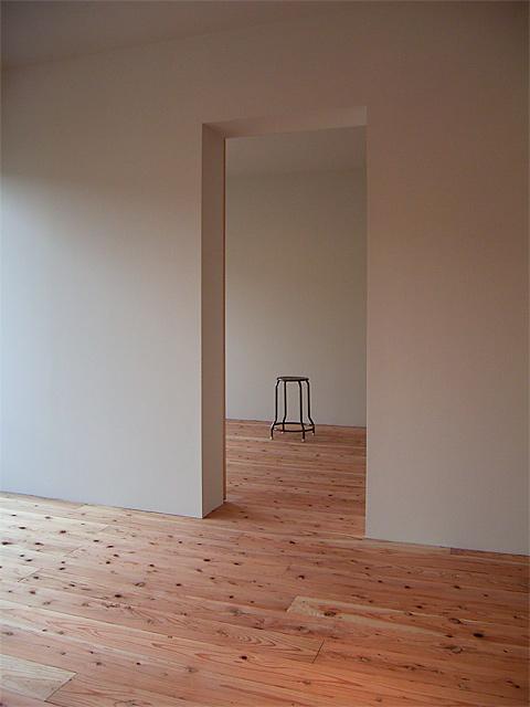 杉板の清楚な空間