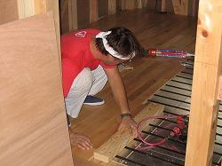 ティンバーフレームと無垢の床板