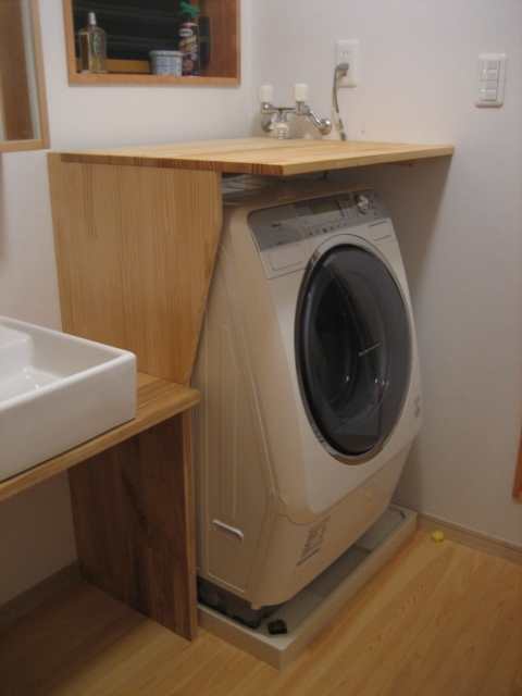 マガジンラックと洗濯機棚の完成