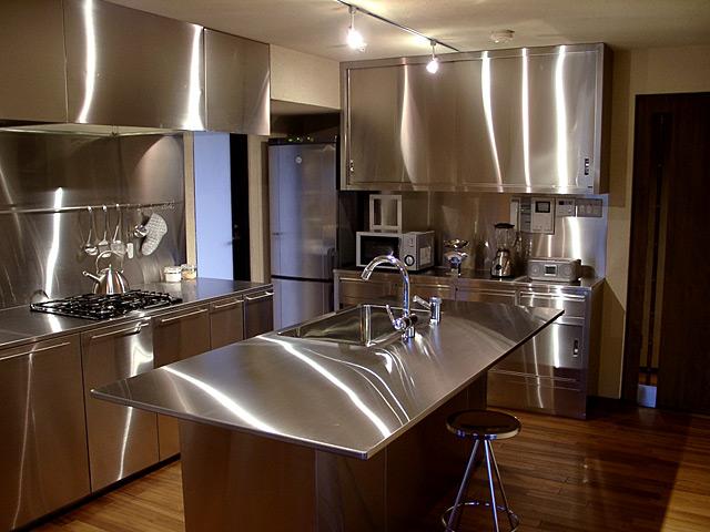 オールステンレスの厨房