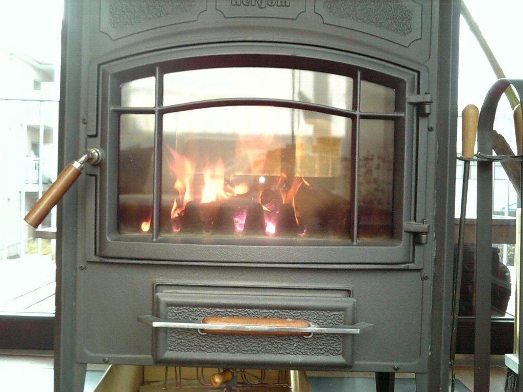 暖炉を楽しむ(4)新聞紙・薪