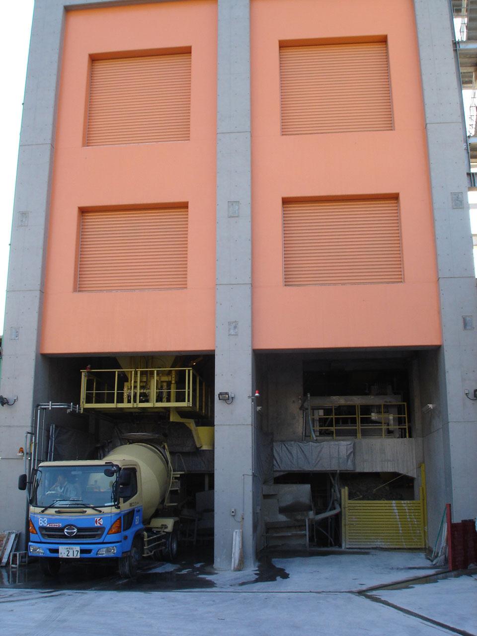 巨大なコンクリートの機械設備