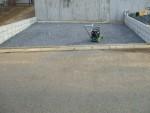 坂道の駐車場・・・駐車場らしくなってきました。