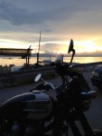 島が夕陽で