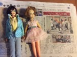 東京新聞の記事に触発されて、うちのバービーとペッパーちゃんを洗って、着せ替えてみました。