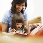 「小さい時に本をいっぱい読んでもらってた人!」 「はぁい!」