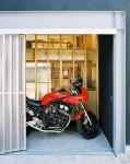 岩槻の家(大改造!!劇的ビフォーアフター物件) バイクと個室