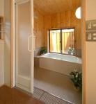 浦和の家 浴室の壁はヒノキの香り