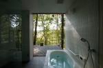 引込戸で半露天風呂