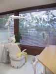 デンタルクリニックの設計・庭の風景をとりこんだ診察室