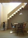 小さな住宅の設計事例-鉄骨と木の階段