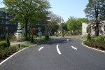 老人ホームのヒーリングガーデン 「曲線を描く車路」
