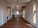 密集地の西向きの家:Ritoh(リト)-9:リビングと続きの寝室