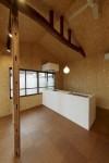 低価格なシステムキッチン+現場造作の腰壁