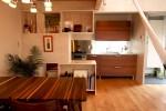 造り付け家具で、キッチンとダイニングを仕切る