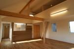 高島平の2世帯住宅/ロフトのある屋根なり天井のLDK-1