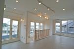 氷川台の家/リビング階段と木製オープン手すりのある2階LDK