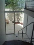 パティオを望む階段 / aob