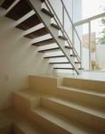 ルーバー状の階段 / aob