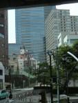 ビルの谷間にそそり立つ東京ミッドタウン!