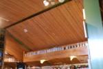 ビアカフェあくら 内部 杉板貼天井