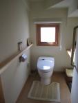 天然木無垢材を使った自宅トイレ周辺の手すり