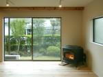 杉板の床とペレットストーブ