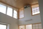 国分寺の家 2階リビング/吹き抜け天井を見る