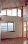 国分寺の家 2階リビング/ハイサイド窓方向を見る