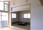 松戸の家 2階リビングより和室入口方向を見る