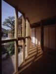 祠と神木を残して建替えた平屋の高齢者住宅 KS邸 09