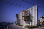 沿岸に建つローコスト住宅 吉見・海の家 02